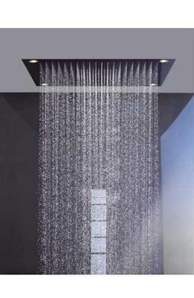 Rociador cuadrado saliendo agua con 4 puntos de luz