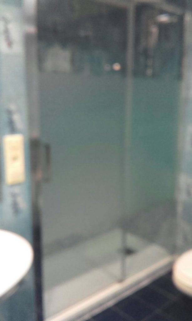 Mampara cristal decorada