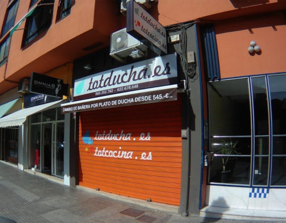 fachada tienda Totducha calle Carcaixent